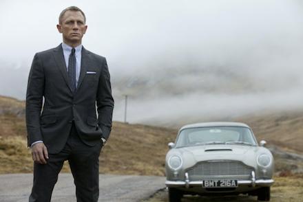 007 - Skyfall (Daniel Craig mint James Bond, és egy gyönyörű járgány)