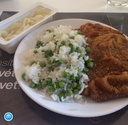 Egészségkonyha - Borsos, rántott sertésborda, rizi-bizivel és káposzta salátával