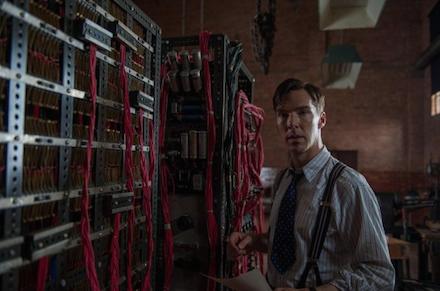 Kódjátszma - The Imitation Game egyik jelenete Benedict Cumberbatchcsal