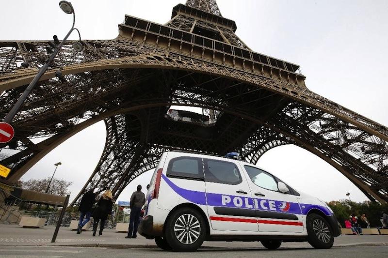 Megerősített rendőri jelenlét az Eiffel-torony környékén