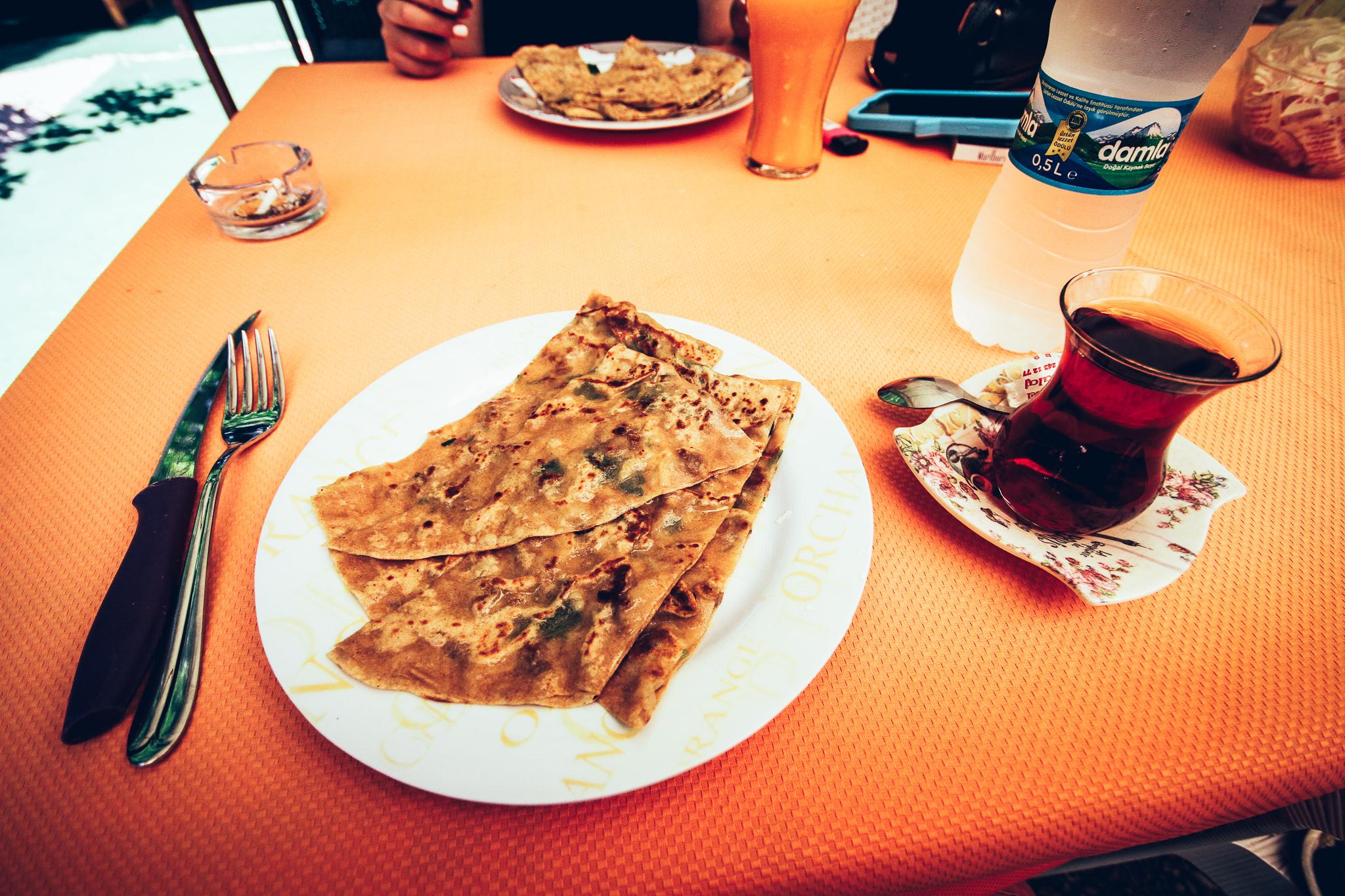 A török pizza, avagy a gözleme, török teával, Alanyában