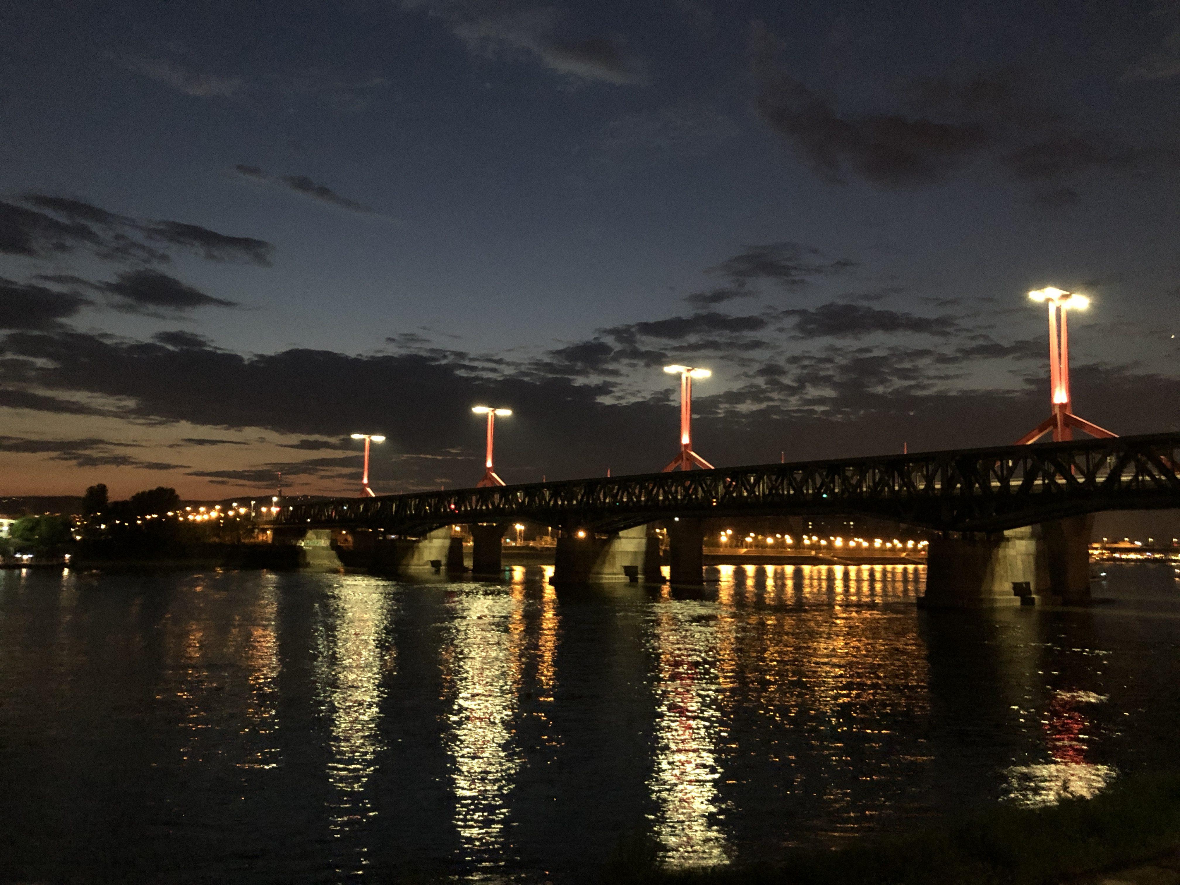 Valyo Kikötő Budapesten, a Rákóczi híd közelében