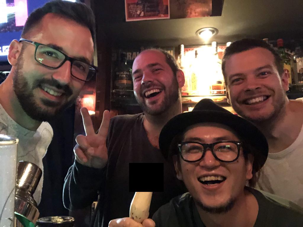 Kedvenc kocsmánk, a K's Ave. és Toshi Tokióban