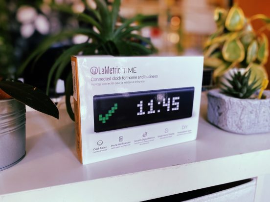 LaMetric Time okosóra dobozában