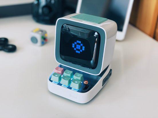 Divoom Dittoo Bluetooth hangszóró, okosóra és retró játék